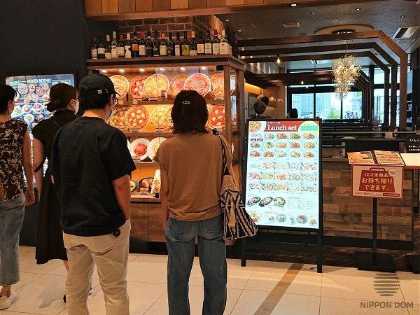 Реклама пиццерий, которая многие десятилетия является ведущей в Японии, в последние годы становится популярной в других странах мира.