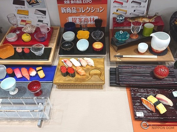 Food models decorate the expo stand and distinguish it from numerous competitors.