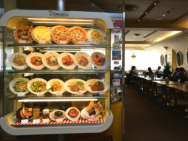 Fake food dishes from the menu are important equipment for restaurants in Japan