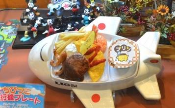 Детская посуда в форме игрушки делает обед увлекательным занятием для ребёнка
