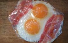 Муляж яичницы с беконом