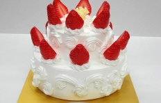 A replica of cake with white chocolate and strawberry