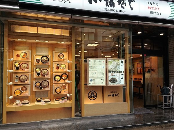 Mostly natural materials are used to design façades and interiors of Japanese restaurants: wood, stone, rice paper, bamboo.