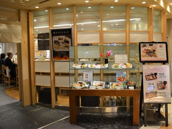 Portable glass display window on the table – a good option if restaurant's owner does not allow modifying façade.