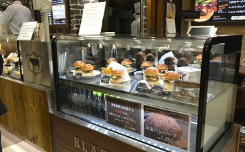 Burger's size and price are clear for clients, and it is easy for them to make an order.