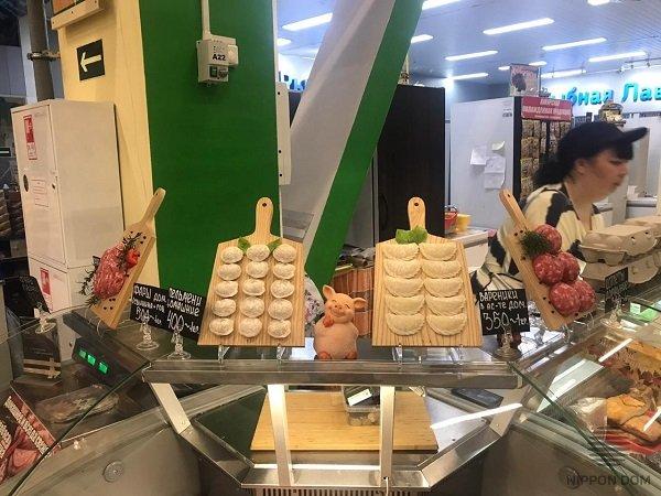 Оформление мясного магазина муляжами продукции увеличивает покупательский спрос, поэтому растут продажи и прибыль.
