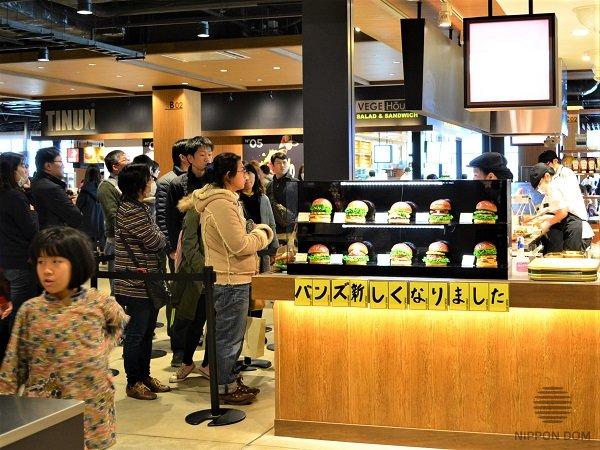 Японские бургерные легко переманивают клиентов у МакДональдс, Бургер Кинг и Мос Бургер