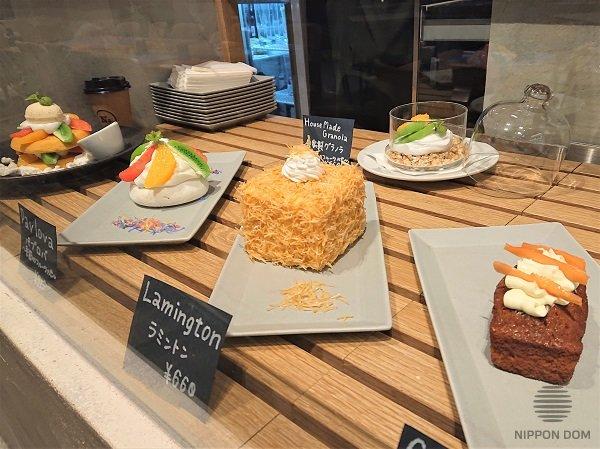 Ценники черного цвета смотрятся стильно, но они ассоциируются с высокими ценами, поэтому подходят для кафе и ресторанов премиум класса.