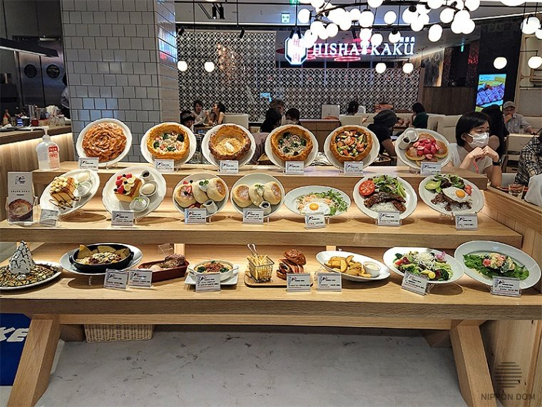Most catering facilities in Japan have display windows