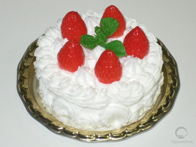 Cake w. strawberries