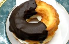 Муляж пончика «Шоколадная мода с кремом»