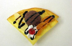 Crepe w. chocolate ice cream-3