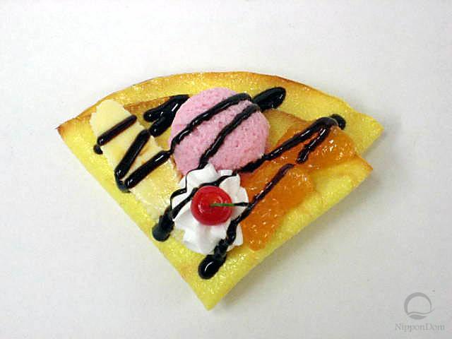 Crepe w. strawberry ice cream