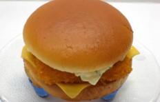 Муляж чизбургера с рыбой