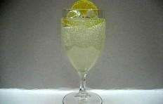 Муляж лимонада с долькой лимона