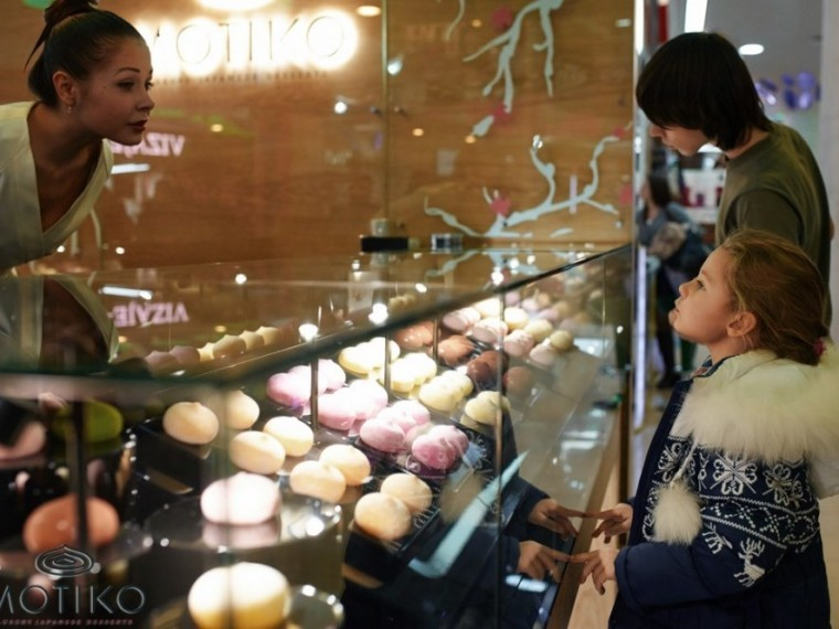 "Fake desserts ""Motiko"" in the display case are impossible to distinguish from the real counterparts"