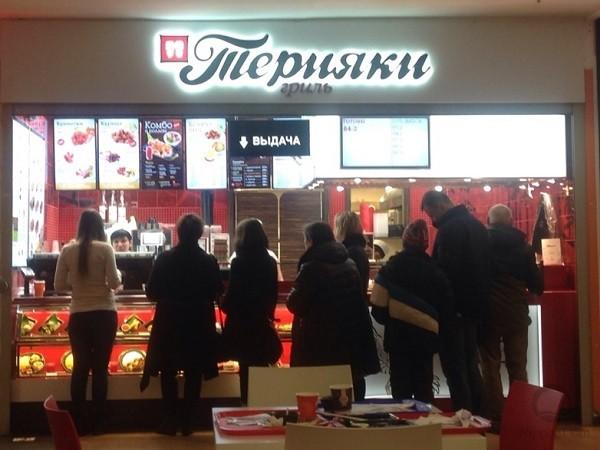 Муляжи блюд привлекают песетителей фудкорта и увеличивают продажи.