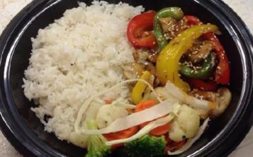 Сладкие перцы и шампиньоны с белым рисом