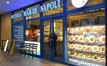 """Pizzeria """"Mar-de Napoli"""". Facade."""