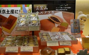 Муляжи выпечки в разрезе демонстрируют аппетитную сладкую начинку