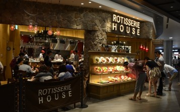 "Ресторан ""Potisserie House"". Фасад."