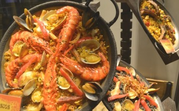 "Restaurant ""Paella"". Display window."