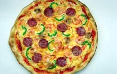 Salami and shrimp pizza (30 cm)