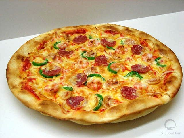 Salami and shrimp pizza (35 cm)