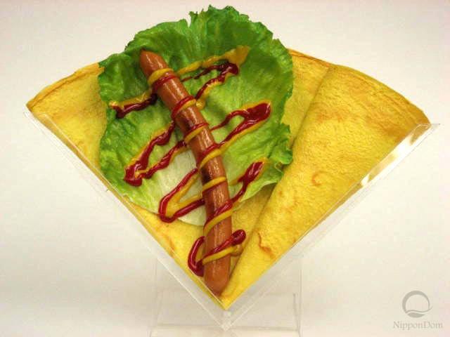 Сосиска с кетчупом и горчицей