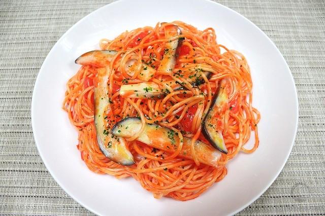 Spaghetti with eggplant in tomato sauce