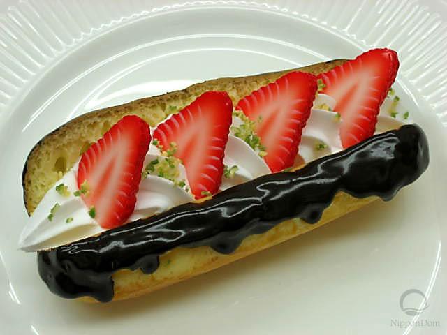 Strawberry eclair
