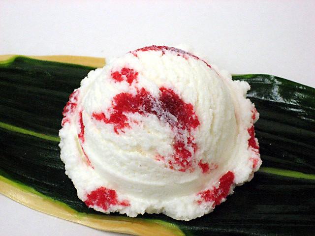 Ice cream with strawberry sauce