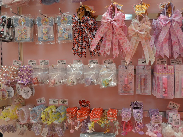 Bright decoration items for little fashion-lovers.